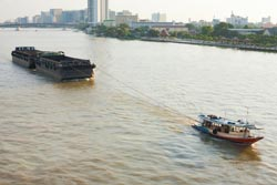 13300026 s ChannelSales tugpullingboat